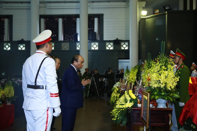 Thủ tướng Chính phủ viếng 3 liệt sĩ hy sinh ở Đồng Tâm