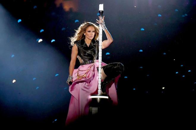 Màn kết hợp đỉnh cao của Shakira và Jennifer Lopez đã