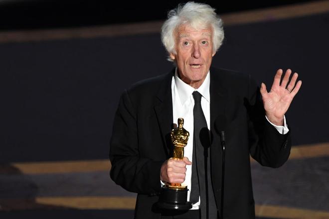 Chiến thắng tượng vàng hạng mục Quay phim xuất sắc nhất thuộc về quay phim Roger Deakins của