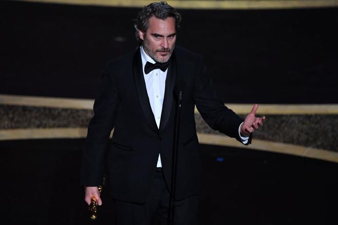 Joaquin Phoenix thắng tượng vàng hạng mục này cho diễn xuất xuất thần của anh trong