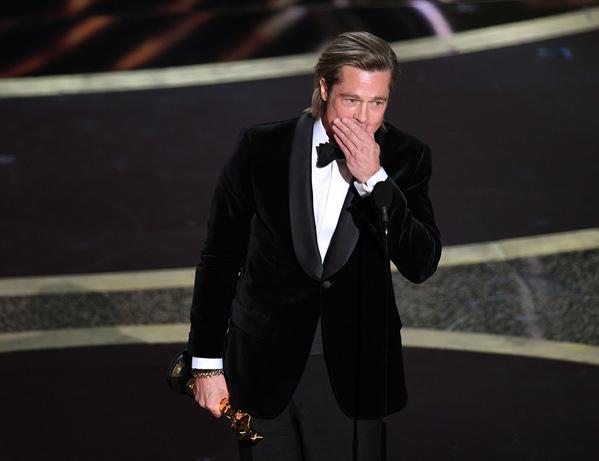 Khi lên phát biểu nhận giải, Brad Pitt nói anh muốn dành giải thưởng này cho các con của mình, và cũng không quên nhắc đến