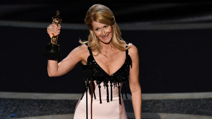 Nữ diễn viên Laura Dern53 tuổi được trao tượng vàng ở hạng mục này cho vai diễn của cô trong