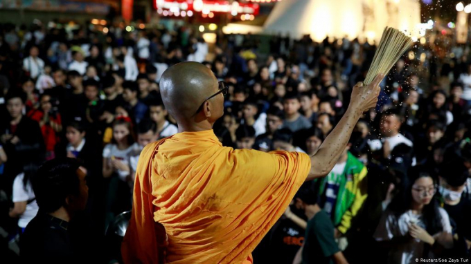 Thái Lan: Hàng nghìn người tập trung cầu nguyện cho các nạn nhân của vụ xả súng