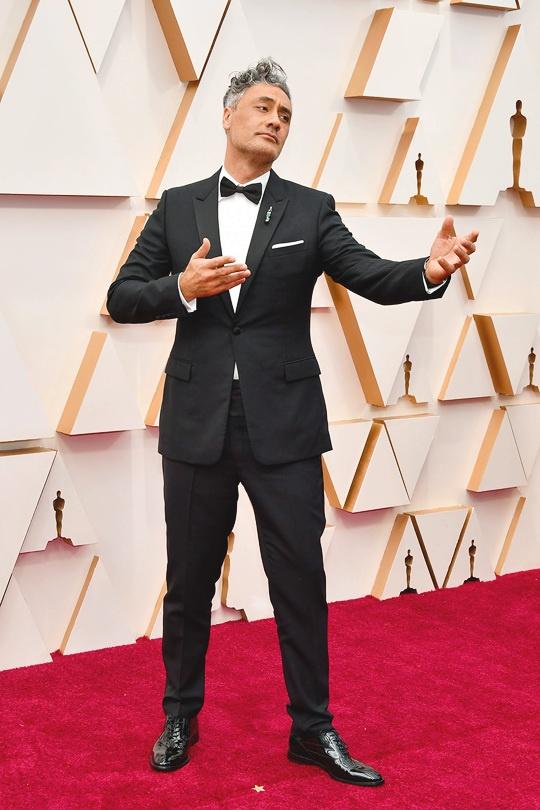 Đạo diễn kiêm biên kịch Taika Waititi với đề cử giải Kịch bản chuyển thể xuất sắc tại Oscar 2020.