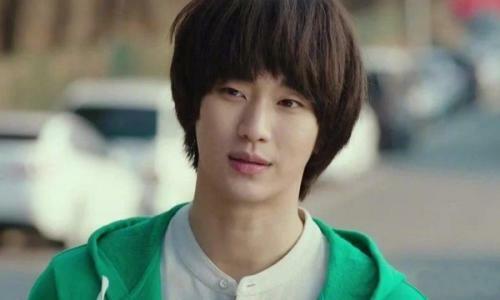 Hình ảnh của Kim Soo Hyun vai cameo điệp viên trong Hạ cánh nơi anh.