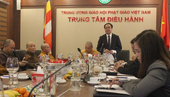 Trưởng Ban Tôn giáo Chính phủ Vũ Chiến Thắng phát biểu tại hội nghị sáng 11/2.