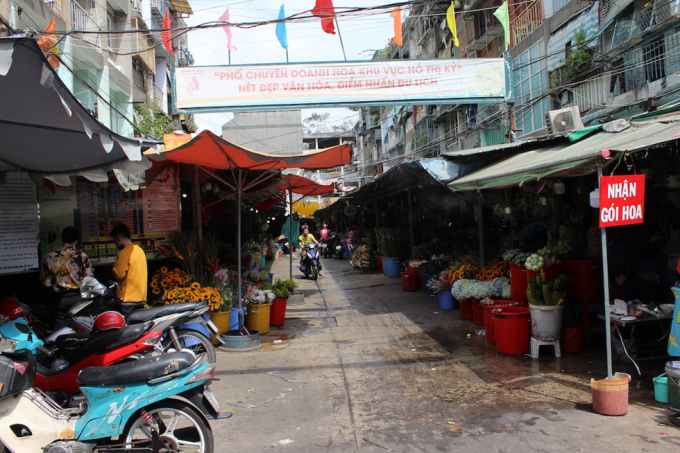 Chợ hoa ngày Valentine: Khách đến mua thưa thớt vì lo sợ dịch bệnh