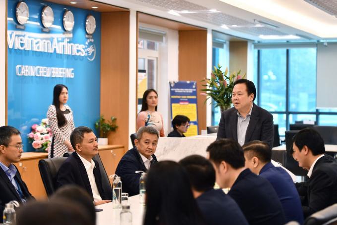 Chủ tịch Ủy ban Quản lý vốn nhà nước tại doanh nghiệp Nguyễn Hoàng Anh làm việc với lãnh đạo Vietnam Airlines và ACV