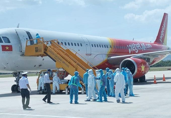 Máy bay đưa đoàn khách Hàn Quốc đến sân bay quốc tế Đà Nẵng ngày 24/2.