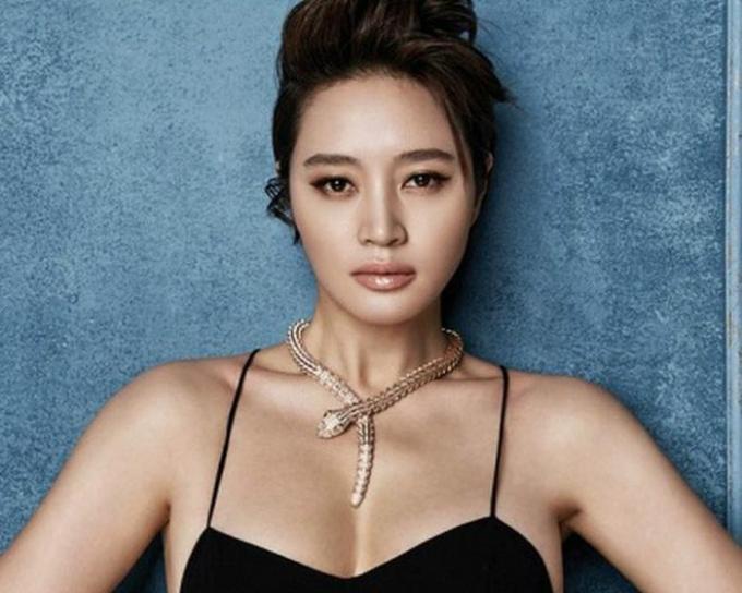 Dù đã bước sang tuổi 50 nhưng Kim Hye Soo vẫn sở hữu vẻ đẹp cuốn hút, trẻ trung.