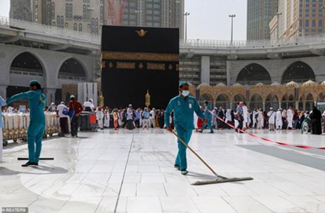 Thánh đường Hồi giáo Mecca đã đóng cửa một phần để khử trùng hồi đầu tuần, trước khi đóng cửa hoàn toàn hôm 5/3.