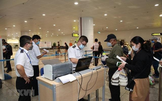 Covid-19 đã có biến chủng, Việt Nam tạm dừng miễn thị thực với công dân 8 nước châu Âu