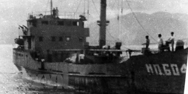 Trong ảnh là tàu HQ-604. Sau 3 ngày rời đất liền ra Trường Sa làm nhiệm vụ, tàu đã bị quân địch bắn chìm tại đá Gạc Ma, ngày 14/3/1988.