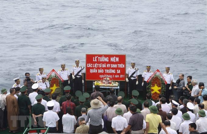 Trong trận chiến không cân sức ấy, 64 cán bộ, chiến sĩ đã anh dũng hy sinh ở khu vực đảoGạc Ma. Ngày 25/6/2011, tại vùng biển khu vực đảo Len Đao và Gạc Ma (Quần đảo Trường Sa) đã diễn ra lễ tưởng niệm các liệt sỹ hy sinh để bảo vệ chủ quyên của Tổ quốc.