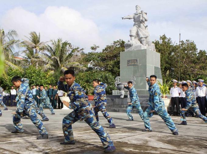 Các chiến sĩ luyện tập võ thuật, nâng cao sức khỏe để đảm đương xuất sắc nhiệm vụ bảo vệ chủ quyền biển đảo.