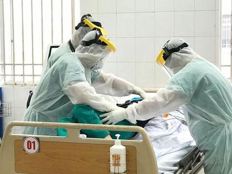 Tăng cường nguồn lực điều trị cho bệnh nhân Anh nhiễm virus Covid-19
