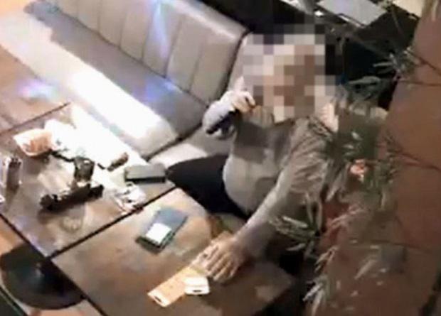 Người đàn ông nhiễm Covid-19 đến quán rượu ngày 4/3 (Ảnh: Kyodo).