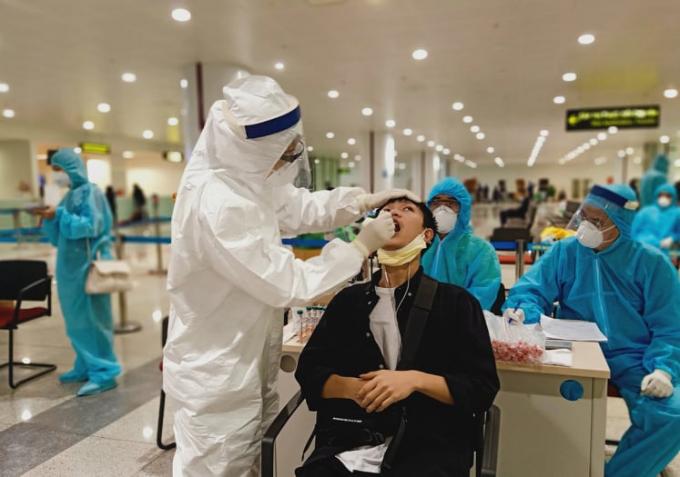 Hơn 200 bác sĩ, y tá về hưu mong muốn được chống dịch covid-19 cùng thành phố