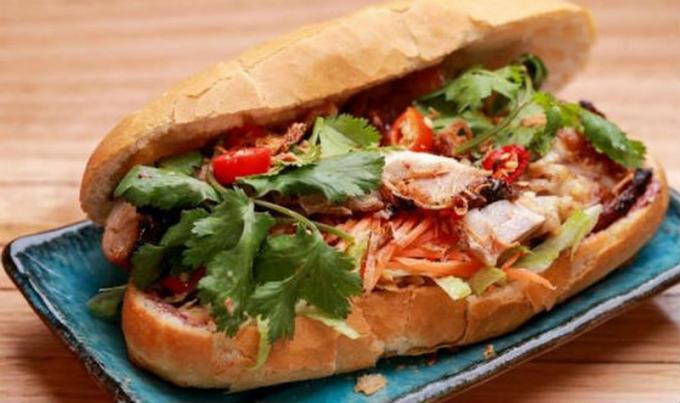 Ổ bánh mì của Việt Nam là một trong những món ăn đường phố hấp dẫn nhất thế giới.