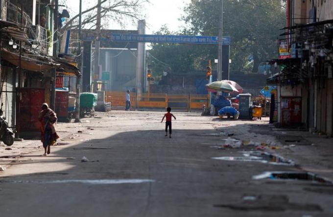 Đây là khung cảnh vắng lặng ởmột cung đường ở New Delhi.