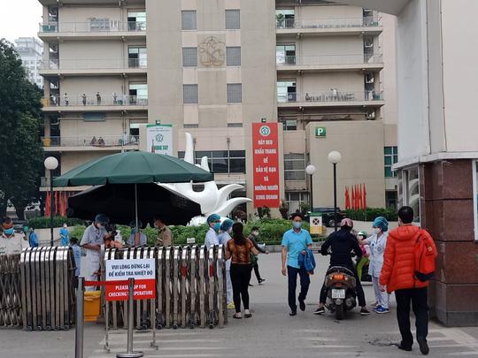 Bệnh nhân 162 ở Bệnh viện Bạch Mai có thể đã bị lây nhiễm virus Covid-19 từ bên ngoài