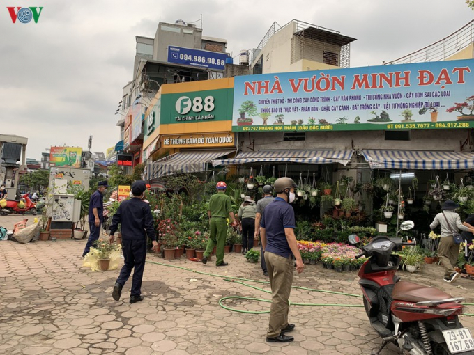 Các cửa hàng hoa được yêu cầu đóng cửa theo quy định để chống dịch Covid-19.