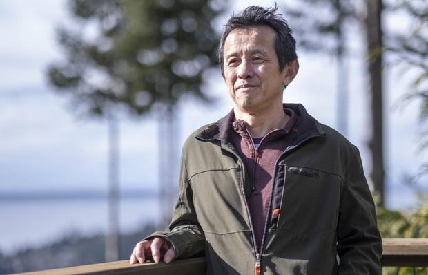 Bác sĩ Ming Lin bị sa thải vì nói bệnh việnthiếu thiết bị bảo hộ .