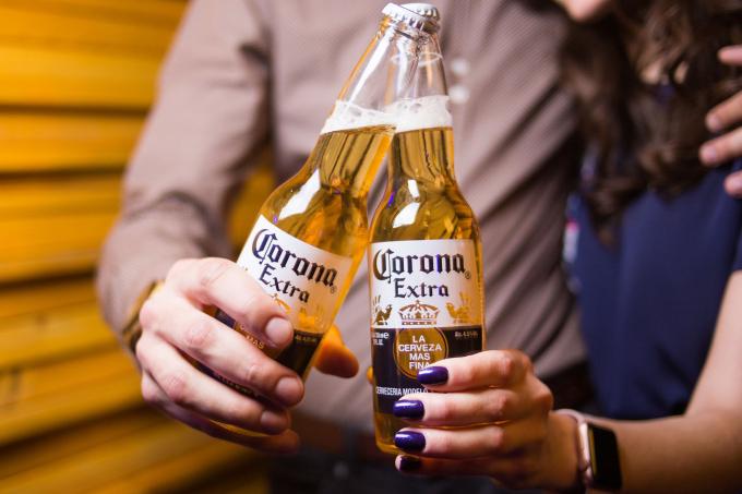 Mexico tạm dừng sản xuất bia Corona