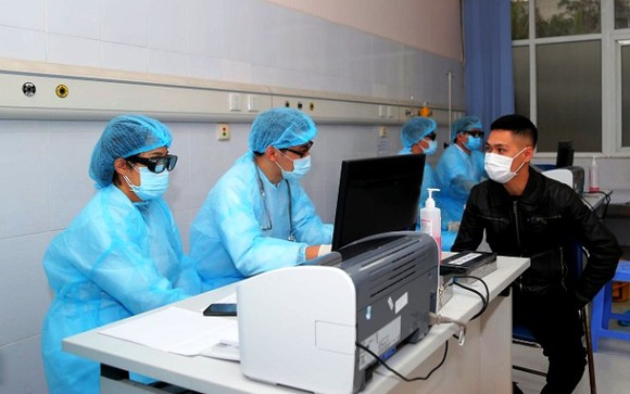 Chủ tịch Hà Nội: Vẫn tồn tại tình trạng tăng giá trang thiết bị y tế