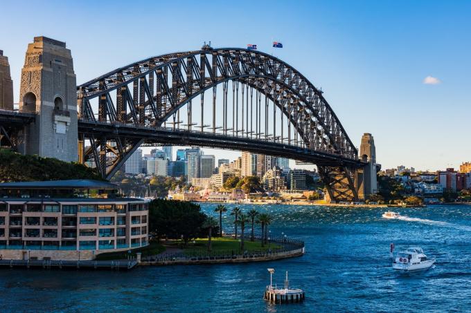 Cầu cảng Sydney, Australia được khánh thành vào năm1932, đây là một trong những địa danh nổi tiếng nhất của Sydney, bên cạnh nhà hát con sò Opera Sydney