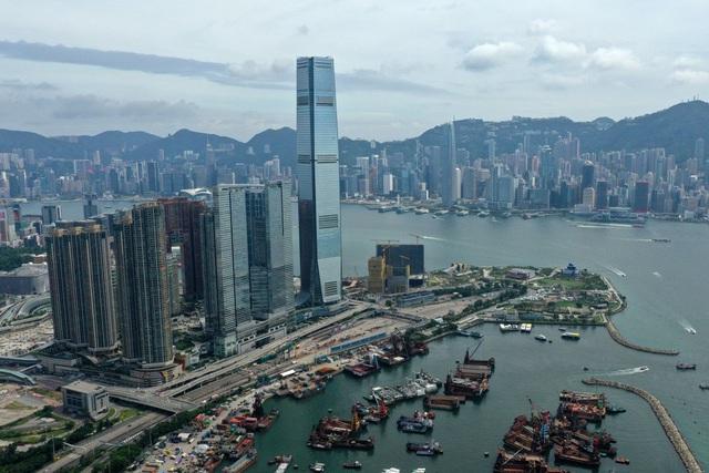 GDP Trung Quốc sụt giảm, nhà đầu tư đại lục bán tháo bất động sản ở Hong Kong