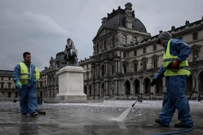 Phát hiện dấu vết virus Covid-19 trong hệ thống nước rửa đường của Paris