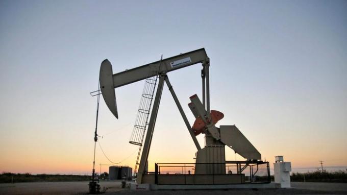 Lần đầu tiên trong lịch sử giá dầu thế giới giảm xuống dưới 0 USD/thùng