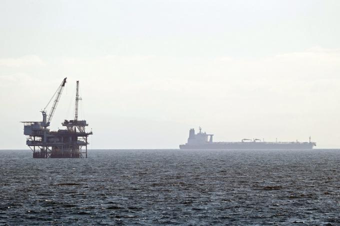 Hàng loạt tàu chở dầu đang lênh đênh trên biển