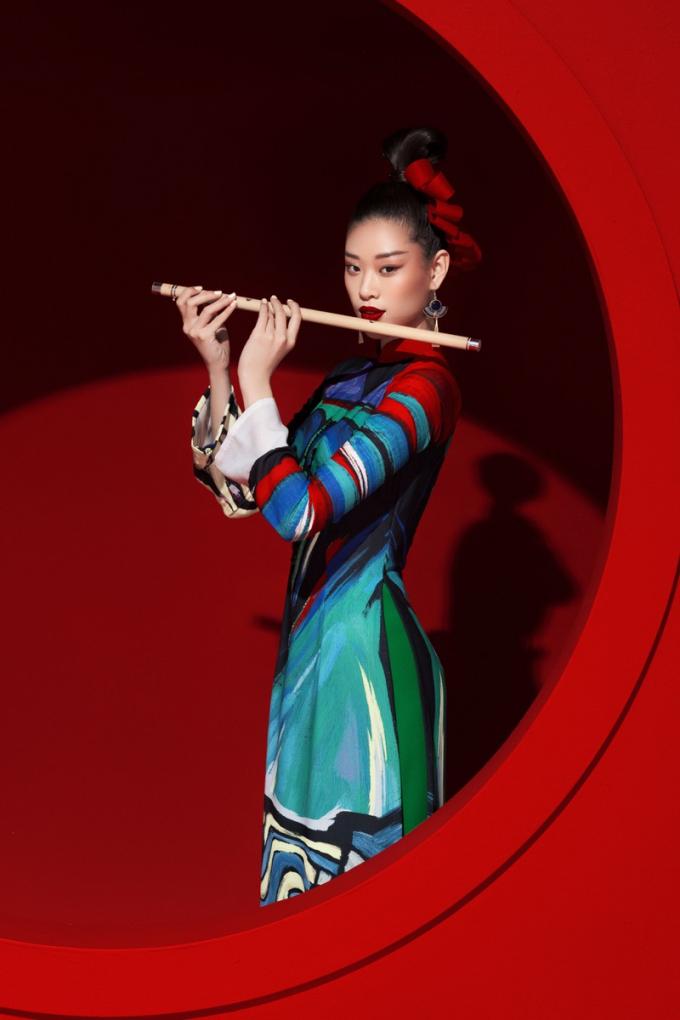 Hoa hậu Khánh Vân lựa chọn áo dài dân tộc tại Miss Universe 2020