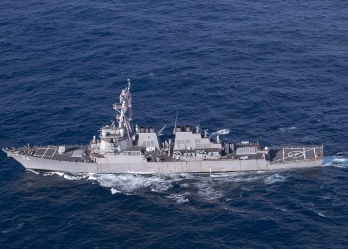Tàu khu trục USS Barry di chuyển trên biển ngày 28/11/2019. Ảnh: US Navy.
