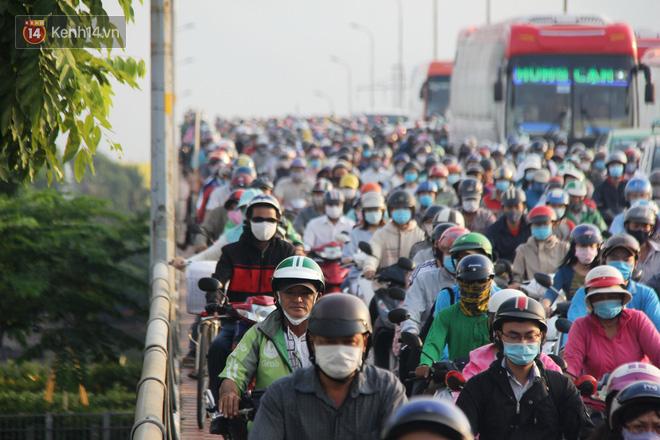 Đường Sài Gòn kẹt xe, ùn tắc từ sáng sớm