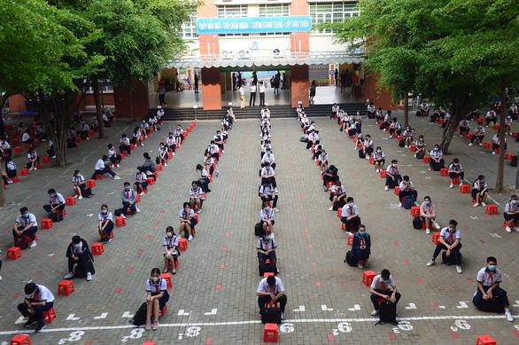 Học sinh Trường THCS Lê Văn Tám (TP.HCM) sáng nay 4/5.