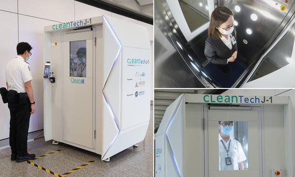 Máy khử trùng toàn thân trong 40 giây được thử nghiệm tại Sân bay quốc tế Hong Kong.