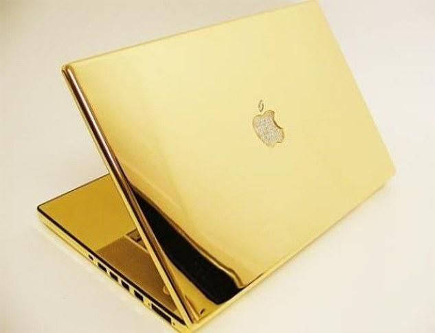 David Beckham nhận được laptop mạ vàng, máy chơi game 3.500 bảng Anh và nhiều món quà sinh nhật đắt đỏ khác.