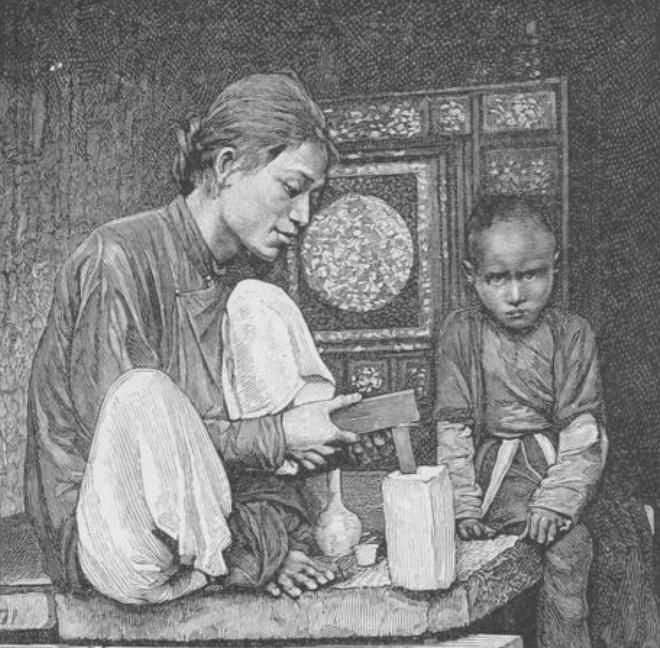 Bức ảnh trên mô tả thợ khảm chỉnh lại giũa ở khu phố của Hà Nội.