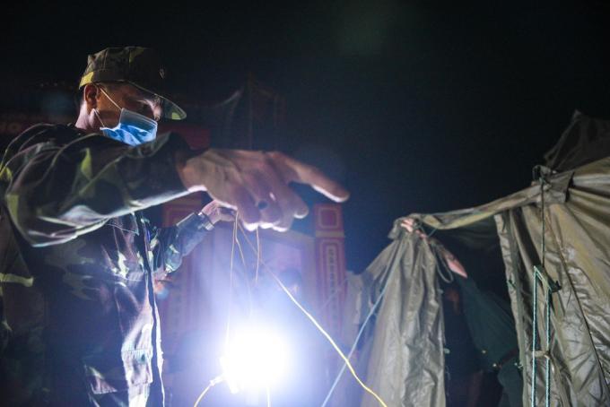 Người dân Hạ Lôi vui mừng khi được dỡ phong tỏa sau 28 ngày
