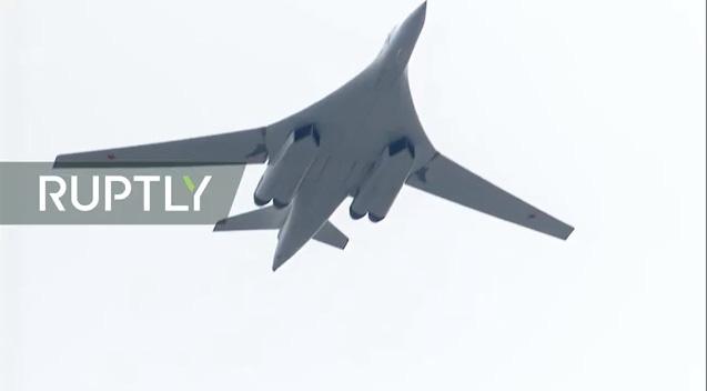 Máy bay ném bom tầm xa Tu-160.