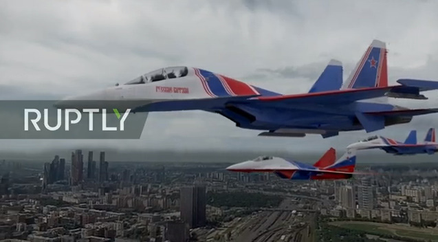 Tiêm kích bom Su-34 trong đội hình bay hỗn hợp.