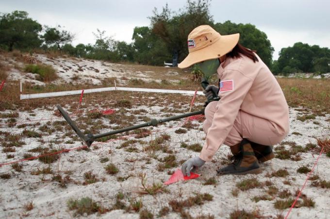 Quảng Trị là một trong những tỉnh chịu ảnh hưởng nặng nề nhất của chiến tranh và đứng đầu cả nước về mức độ ô nhiễm bom, mìn, vật nổ sau chiến tranh.