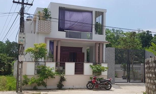 Hộ dân có căn nhà ở xã Hải Ninh, huyện Tĩnh Gia được xếp vào diện cận nghèo của địa phương. Ảnh: H.L.