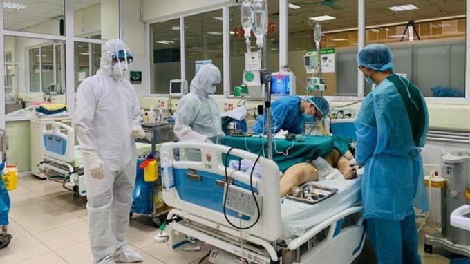 Chi phí điều trị của bệnh nhân phi công người Anh đã lên đến 3 tỷ đồng