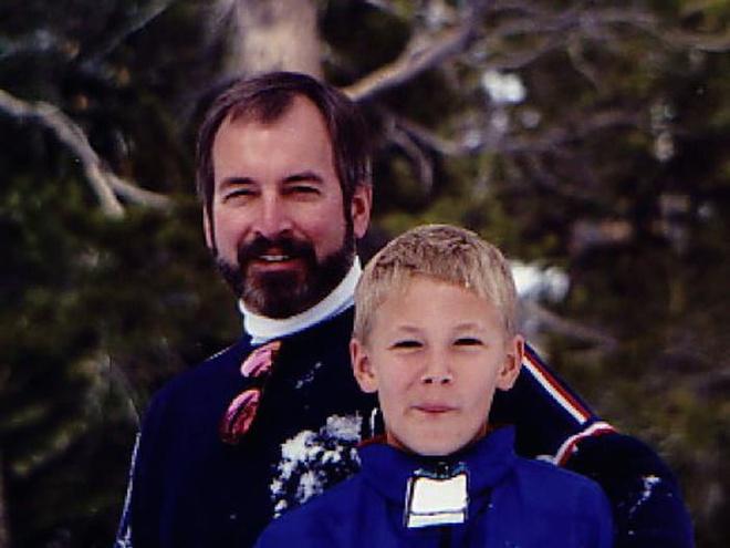 Doanh nhân người Mỹ Roy Raymond (trái).