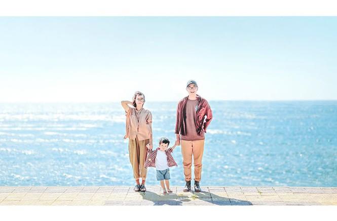 Biển trời bao la bên gia đình nhỏ.