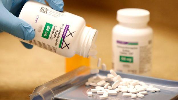 WHO ngưng thử nghiệm thuốc sốt rét điều trị Covid-19